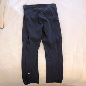 Lululemon navy blue crop leggings, side pockets